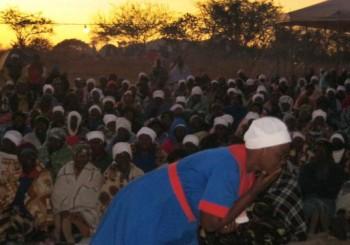 Early morning prayer service draws hundreds